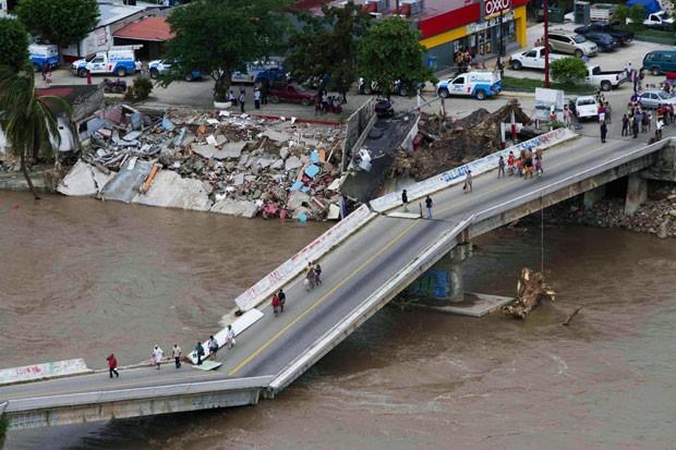 Governo precisará reconstruir da infinidade de casas, escolas, estradas e pontes (Foto: Jacobo Garcia/Reuters)