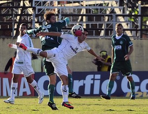Lance do jogo entre Bragantino e Guarani (Foto: Rodrigo Villalba / Memory Press)