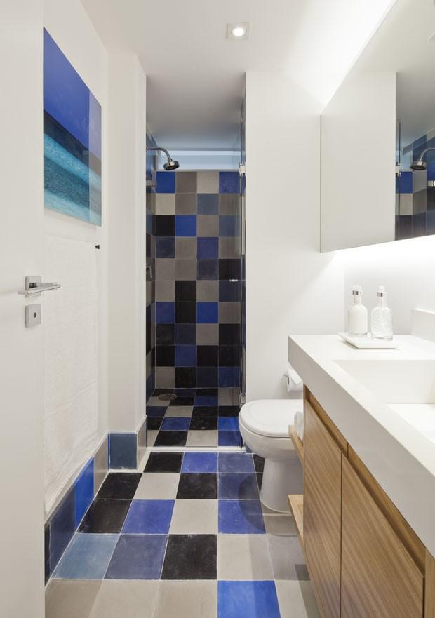 Apartamento integrado usa portas de correr para dividir ambientes (Foto: Mayra Acayaba/Divulgação)