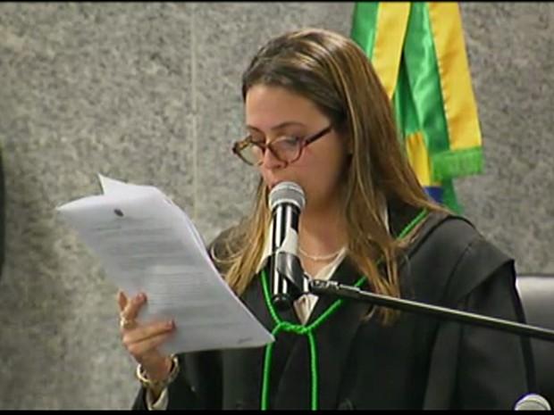 Juíza federal Amanda Torres leu a sentença por volta das 4h30 (Foto: Reprodução/TV Globo)