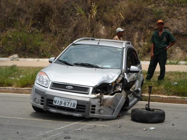 Segundo condutor um problema na roda da frente do veículo causou o acidente. (Foto: Luiz Sandes/VC no G1)