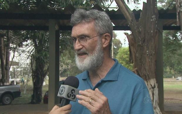 Professor e psicólogo social Enock Pessoa foi entrevistado durante reportagem para o Acre TV (Foto: Acre TV)