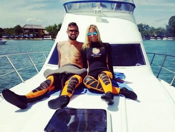 Os dois posaram juntos no barco (Foto: Reprodução)