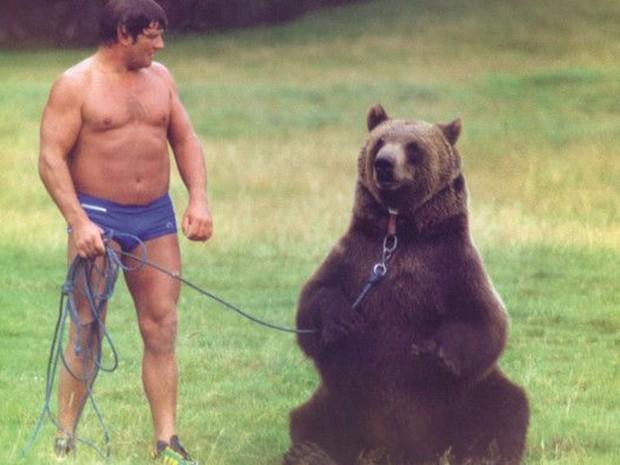 Andy 'nunca superou' a perda de Hércules, diz sua mulher (Foto: BBC/Hercules the Bear A Gentle Giant in the Family I Maggie Robin)