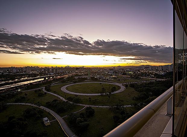 Por do sol sobre a raia olímpica da USP, na zona oeste de São Paulo (Foto: Gui Morelli/Editora Globo)