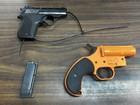 Polícia prende mulher cujo filho de 7 anos levou arma à escola em NY