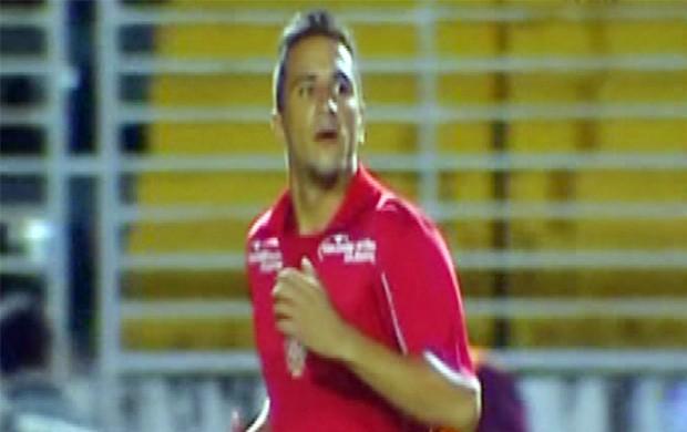 Atacante Luiz Paulo deve ser substituto de Marcelo Macedo contra o Ceará (Foto: Reprodução Premiere FC)