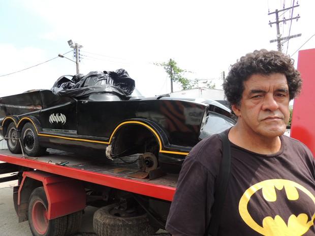 batmóvel guinchado (Foto: Pedro Carlos Leite/G1)