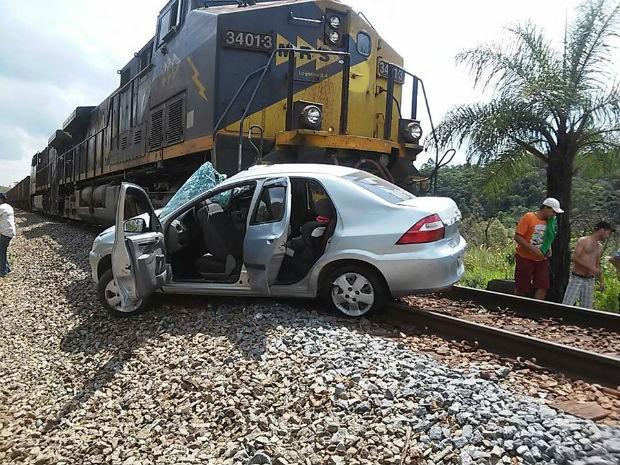 Acidente em linha férrea em Alfredo Vasconcelos (Foto: PM/Divulgação)