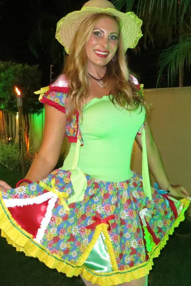 Ângela Bismarchi em festa junina, no Rio (Foto: Divulgação)