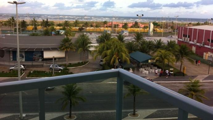 Hospedagem tem vista privilegiada para a praia da Atalaia (Foto: Felipe Martins)