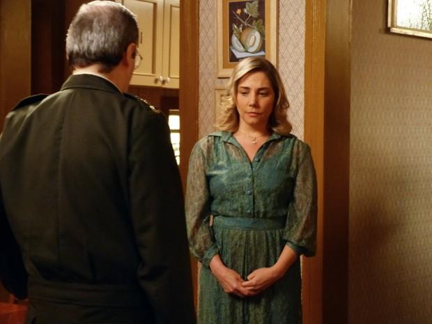 Beatriz faz surpresa para Elísio e fica toda linda!  (Foto: Boogie Oogie/TV Globo)