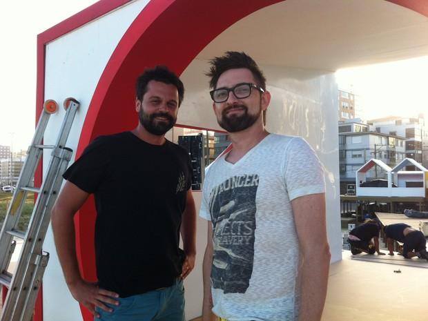 Diretores de arte Samuel Biron (E) e Bernardo Zortea são os responsáveis pelo projeto (Foto: Gabriela Loeblein/G1)