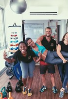Giulia Costa exibe abdômen sequinho após treino na academia