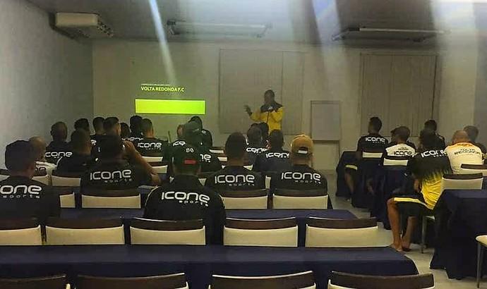 Jogadores participaram de uma reunião com Felipe Surian (Foto: Divulgação/Volta Redonda FC)