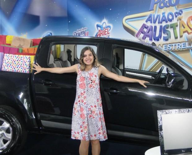 Andressa adorou o carro que ganhou no Avião do Faustão Vida de Estrela (Foto: Domingão do Faustão/TVGlobo)