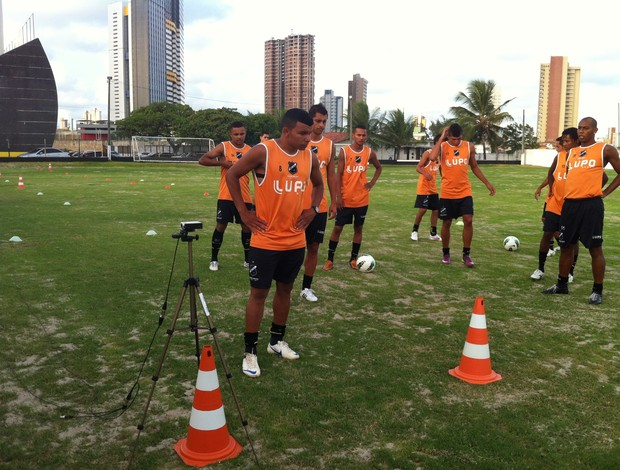 Atacante Canga, ex-Icasa, se apresentou ao ABC nesta quarta-feira (Foto: Tiago Menezes/GLOBOESPORTE.COM)
