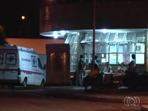 Preso é morto a tiros dentro de hospital em Aparecida de Goiânia, Goiás (Foto: Reprodução/ TV Anhanguera)