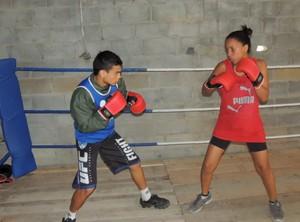 Graziele em treino com sua equipe de Mogi das Cruzes (Foto: GloboEsporte.com)