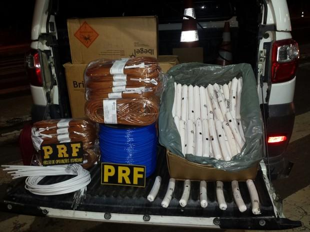 Material explosivo estava na carroceria de um veículo que trafegava pela BR-316 (Foto: PRF/Divulgação)
