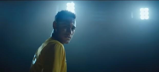 """BLOG: """"Verdadeiro futebol"""": Neymar participa de comercial no intervalo do Super Bowl"""