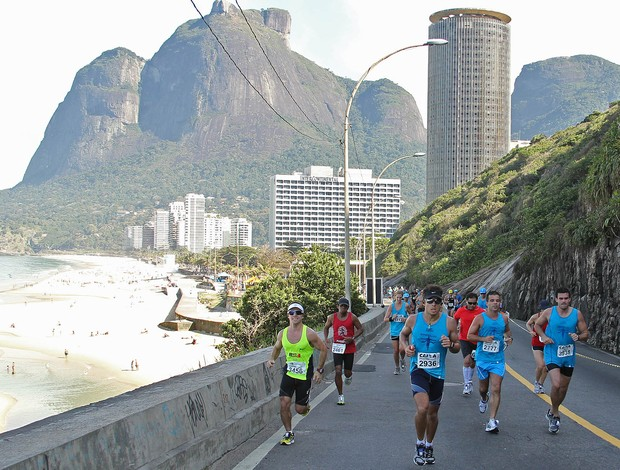 Belezas naturais atraem os corredores para a Maratona do Rio de Janeiro (Foto: Maur&#237;cio Val / Fotocom.net)