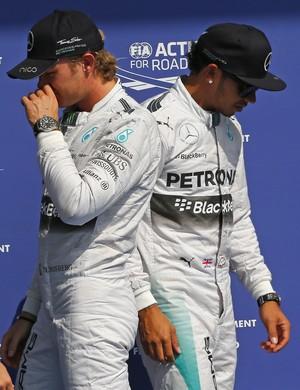 Nico Rosberg e Lewis Hamilton após o treino classificatório para o GP da Bélgica (Foto: Reuters)
