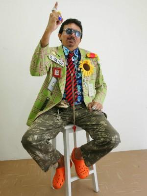 O cantor brega Marcondes Falcão é cearense e faz pelo estilo irreverente.  (Foto: Thiago Gaspar/Agência Diário)