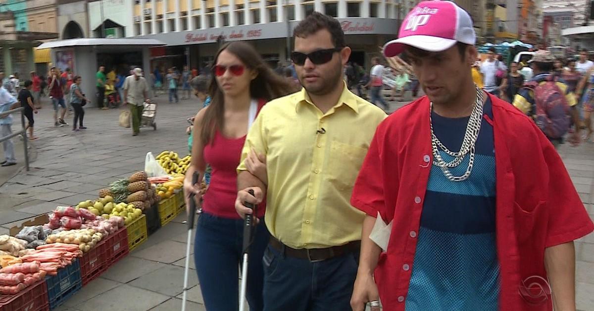 Resultado de imagem para Vídeo mostra a percepção de Porto Alegre por casal deficiente visual