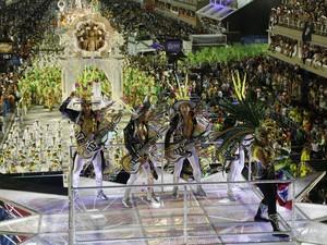 Musa do tecnobrega, sonoridade dançante característica do Pará, a cantora Gaby Amarantos foi destaque no carro 'Pará Tecno Show', da Imperatriz Leopoldinense (Foto: Marco Antonio Cavalcanti/Riotur/Divulgação)