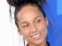 Alicia Keys vai de cara lavada e zero maquiagem ao prêmio VMA 2016