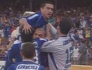 Cruzeiro 3 x 0 Santos, em 2003 (Foto: Reprodução / TV Globo)