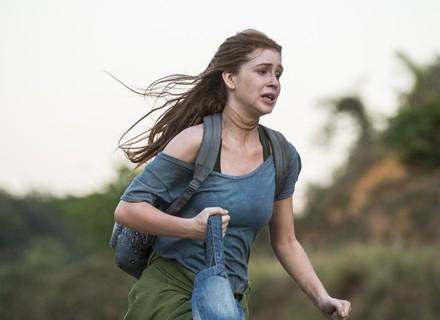 Teaser: Eliza foge de casa aos prantos no segundo capítulo de 'Totalmente Demais'