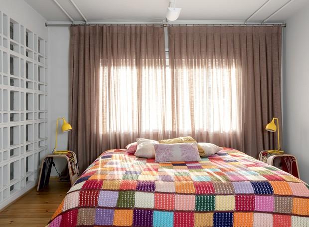 apartamento-decoracao-estudio-vitor-penha-estilo-industrial-concreto-aparente-quarto (Foto: Edu Castello/Editora Globo)