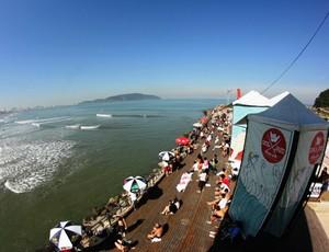 Quebra-mar em Santos surfe (Foto: Divulgação / Munir El Hage)