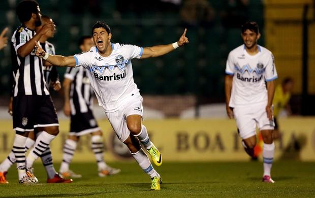 Giuliano Grêmio gol Figueirense  (Foto: Agência Getty Images)