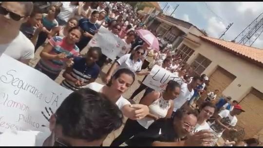 Moradores fazem passeata e pedem justiça após jovem ser morta em MG