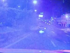 Carro capotou e motorista foi preso pela PRF (Foto: Reprodução/PRF)