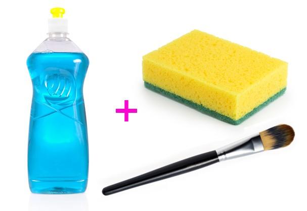 Detergente na esponja pode lavar louças e pincéis de maquiagem (Foto: Shutterstock)