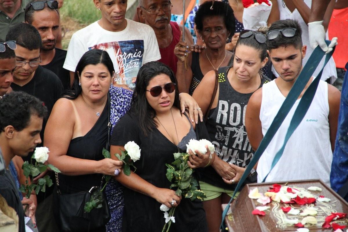 Enterro de Elias Gabriel, filho de Zeca Pagodinho (Foto: Johnson Parraguez/Photo Rio News)