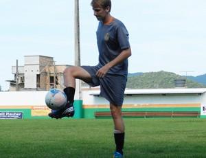 Lateral-direito Sagaz em treino pelo Camboriú (Foto: Lucas Coppi / Camboriú FC)