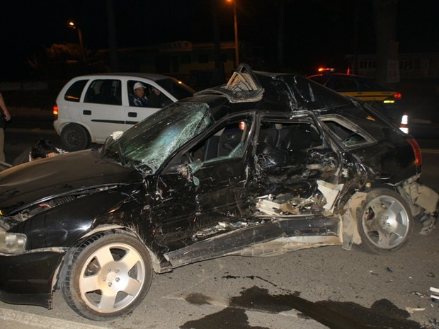 Colisão ocorreu na porta do motorista (Foto: Giácomo Miranda/Portal de Notícias Diário Alto Vale)