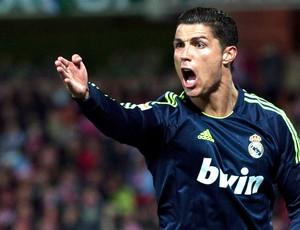 Cristiano Ronaldo na partida do Real Madrid contra o Granada (Foto: AP)