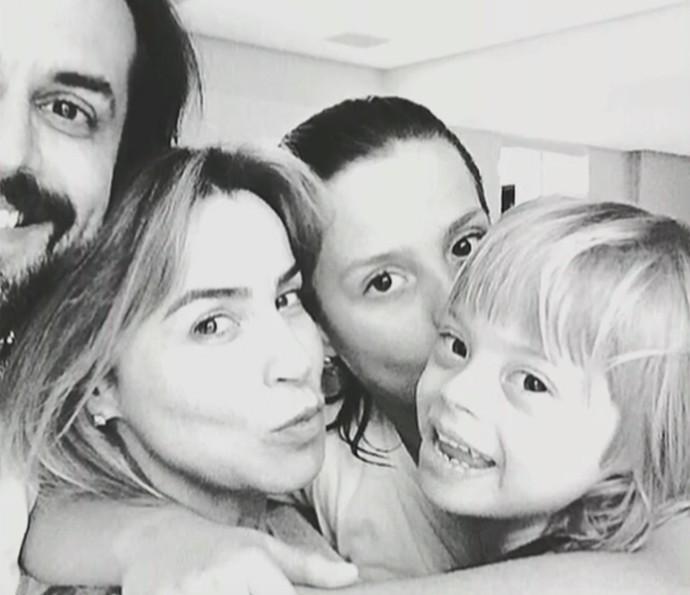 Marco Tulio se derrete por filho com síndrome de Down (Foto: É de Casa / TV Globo)