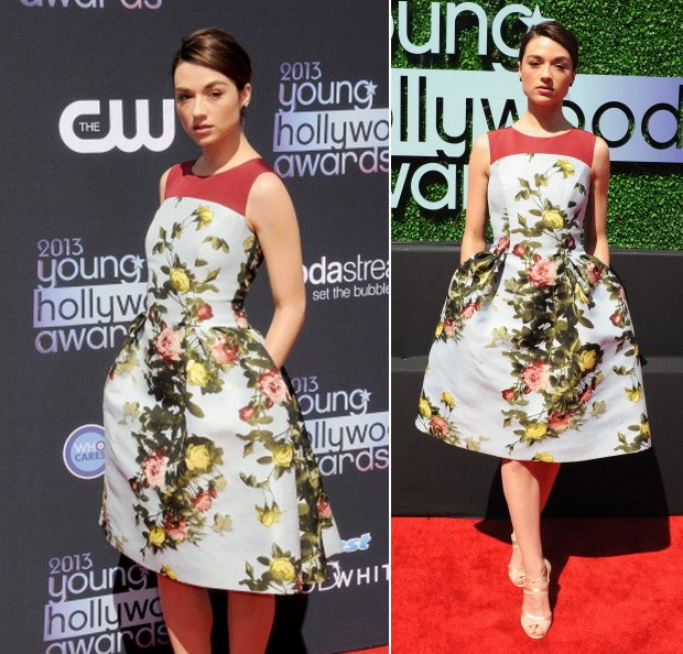 Crystal Reed, com modelo by Carolina Herrera, no 2013 Young Hollywood Awards (Foto: Getty Images)