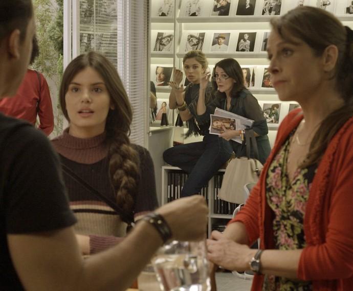 Angel e Carolina conheceram Visky e Fanny no primeiro capítulo de 'Verdades Secretas' (Foto: TV Globo)