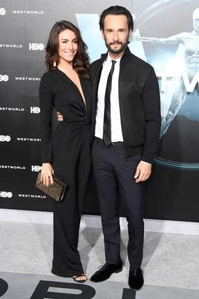 Mel Fronckowiak e Rodrigo Santoro em première em Los Angeles, nos Estados Unidos (Foto: Frazer Harrison/ Getty Images/ AFP)