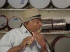 Mestre alagoano de Viçosa mantém tradição de fabricar e tocar pífano