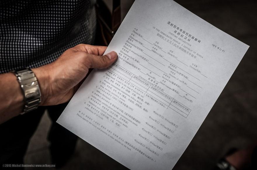 Documentos necessários para ter a entrada no país autorizada são extensos e detalhados (Foto: Michal Huniewicz)