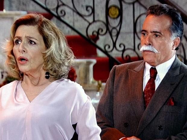 Charlô e Otávio se preocupam com as ameaças de Felipe (Foto: Guerra dos Sexos / TV Globo)